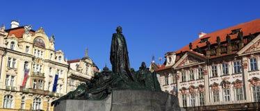 Historiska byggnader statyn av den ledar- Jan Hus, Prague, Tjeckien Arkivbilder