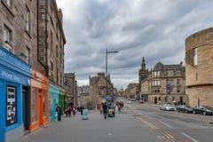 Historiska byggnader tillsammans med av bron för George dropp, den högstämda gatan med sikt in mot kunglig mil och banken av Skot Royaltyfria Foton