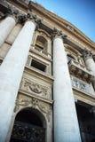 historiska byggnadskolonner Arkivfoto