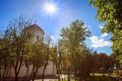 Historiska Dadiani slottar och arkitektoniskt museum och kyrka lokaliserad insida en parkera i Zugdidi, Georgia Royaltyfria Bilder
