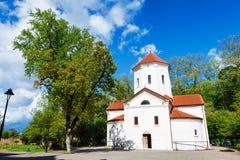 Historiska Dadiani slottar och arkitektoniskt museum och kyrka lokaliserad insida en parkera i Zugdidi, Georgia Arkivbilder