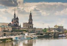 Historiska Dresden på den flodElbe stranden royaltyfria bilder