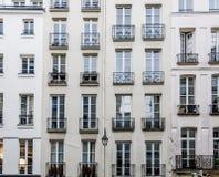 Historiska fasader i Paris Royaltyfri Foto