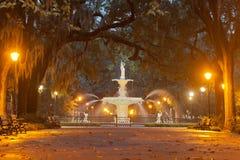 Historiska Forsyth parkerar springbrunnen Savannah Georgia USA Arkivfoto