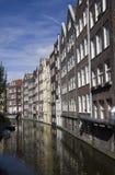 Historiska hus i Amsterdam Royaltyfria Bilder
