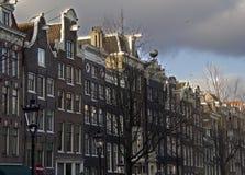 Historiska hus i Amsterdam Royaltyfria Foton