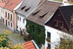 Historiska hus i Cesky Krumlov Arkivfoton