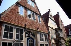Historiska hus i den Schnoor grannskapen av Bremen Arkivbilder