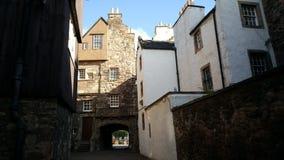 Historiska hus i Edinburg Arkivfoto