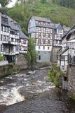 Historiska hus i Monschau Arkivbild