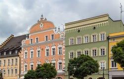 Historiska hus i Straubing, Tyskland Arkivbild