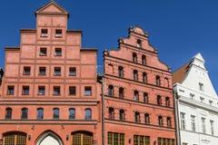 historiska hus med gavlar, Stralsund, Tyskland royaltyfria bilder