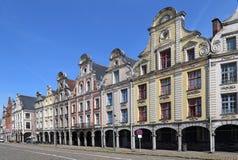 Historiska hus på Grand Place i arrasen, Frankrike Arkivbild