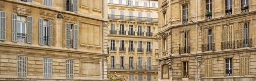Historiska husfasader i Marseille i södra franc Arkivfoto