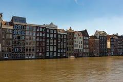 Historiska kanalhus i Amsterdam Royaltyfri Bild