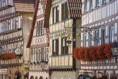 Historiska korsvirkes- fasader i Dornstetten royaltyfri fotografi