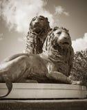 Historiska Lion Sculpture i Sepia royaltyfria bilder