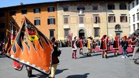 Historiska lysande festspel i handling under en ståta i Pisa lager videofilmer