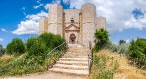 Historiska och berömda Castel del Monte i Apulia, sydostliga Italien Arkivfoton