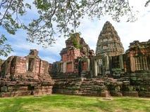 Historiska Phimai parkerar, den forntida slotten i Nakhon Ratchasima, Thailand arkivfoton