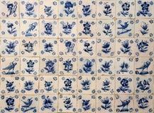 Historiska, portugisiska, blåa och vita azulejotegelplattor portugal Fotografering för Bildbyråer