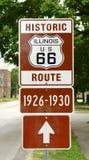 Historiska Route 66 undertecknar in Illinois Royaltyfria Foton