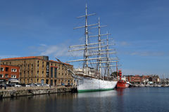 Historiska skepp i den Dunkirk hamnen, Frankrike Royaltyfria Foton