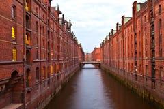 Historiska Speicherstadt (lagerområde) i Hamburg Arkivfoto