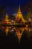Historiska Sukhothai parkerar och belysning på natten, Sukhothai som är thailändsk Arkivbilder