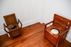 Historiska toaletter arkivbild