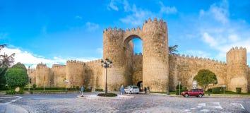 Historiska väggar av Avila, Castilla y Leon, Spanien royaltyfri bild