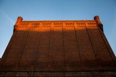 Historiska väggar för röd tegelsten Arkivbilder