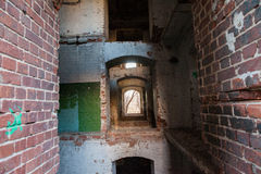 Historiska väggar för röd tegelsten Arkivbild