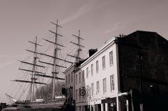 Historiskt brittiskt skepp som parkeras i skeppsdockatappningfoto arkivbild