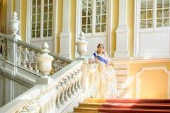Historiskt cosplay kvinna i similituden av Catherine The Great, kejsarinna av Ryssland arkivfoton