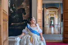 Historiskt cosplay kvinna i similituden av Catherine The Great, kejsarinna av Ryssland Royaltyfria Bilder