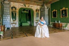 Historiskt cosplay kvinna i similituden av Catherine The Great, kejsarinna av Ryssland royaltyfri foto