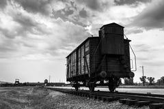Historiskt drev på stänger på koncentrationsläger Auschwitz Birkenau Arkivbilder