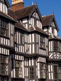 Historiskt engelskt herrgårdhus royaltyfria bilder