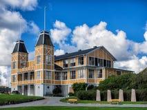 Historiskt gammalt trähus i Lysekil, Sverige Royaltyfria Bilder