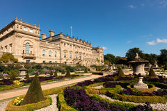 Historiskt Harewood hus nära Leeds i England royaltyfria bilder