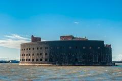 Historiskt havsfort nära Kronshtadt, St Petersburg royaltyfria foton