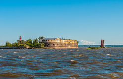Historiskt havsfort nära Kronshtadt, St Petersburg royaltyfri foto