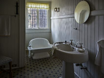 Historiskt hem- badrum royaltyfri bild