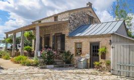 Historiskt hem med ett historiskt tillägg Royaltyfria Foton
