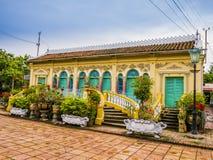 Historiskt hus i fransk koloniinvånare-stil, Binh Thuy by, Can Tho, Vietnam arkivbild