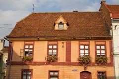 Historiskt hus i Sibiu, Rumänien royaltyfri foto