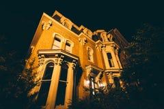 Historiskt hus på natten, på Logan Circle, i Washington, DC arkivfoto