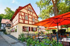 Historiskt korsvirkes- hus i Chemnitz Sachsen/Tyskland arkivbilder