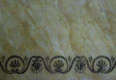 Historiskt marmorera väggen med dekorativa modeller som stängs upp royaltyfri bild